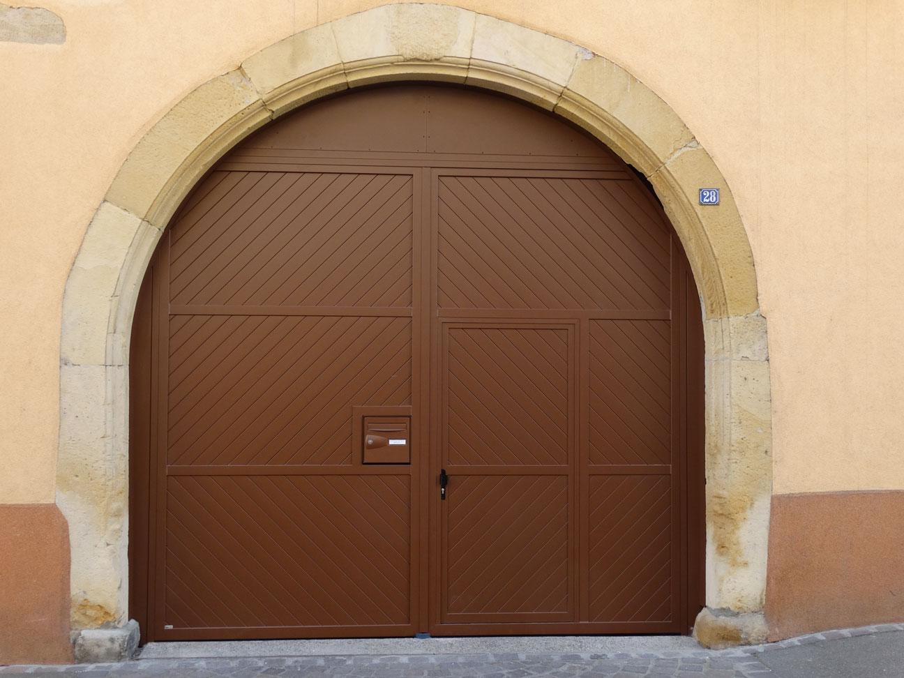 Porte d 39 entr e aluminium guebwiller haut rhin 68 for Porte garage haut rhin