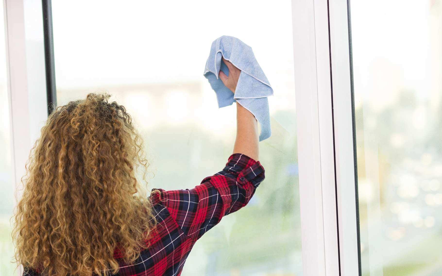 Quel Produit Pour Nettoyer Le Pvc comment nettoyer une fenêtre en pvc ? les conseils d'isofen