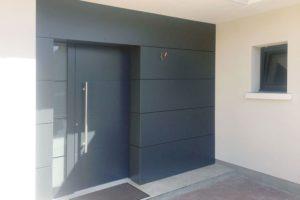 Installer une porte d'entrée en aluminium