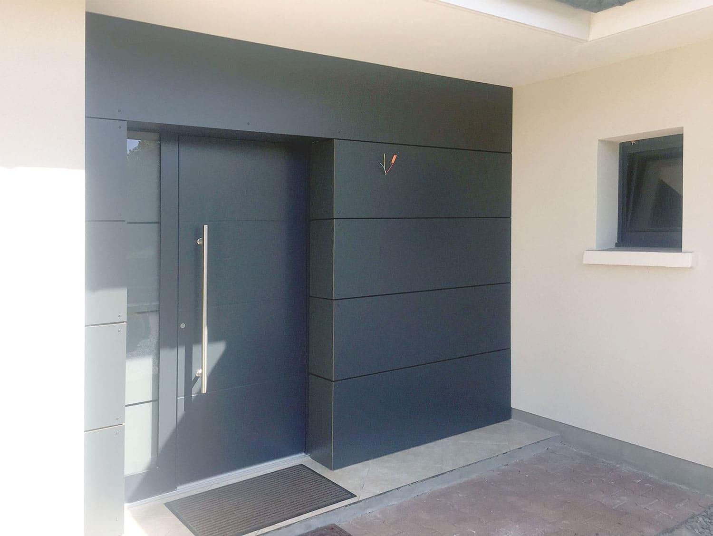 installer une porte d entr e en aluminium le magazine d. Black Bedroom Furniture Sets. Home Design Ideas